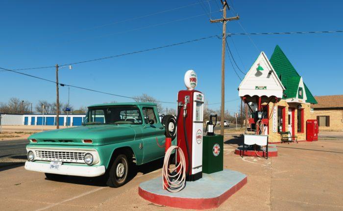 petrol-stations-1664615_1920
